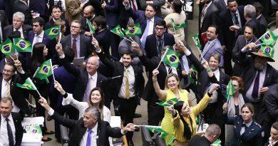 Confira como votaram os deputados na sessão que aprovou a 'reforma' da Previdência